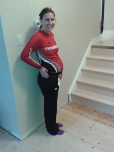 Cait before power walking a half marathon while pregnant
